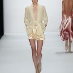 Glänzende Shorts in Pastellgelb bei Irene Luft