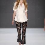 Cropped Pants mit Lasercut-Muster bei Kaviar Gauche