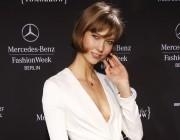 Karlie Kloss entzückt mit neuem Look auf der Fashion Week Berlin